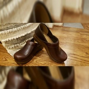 NWOT Dansko Espresso Clogs/shoes